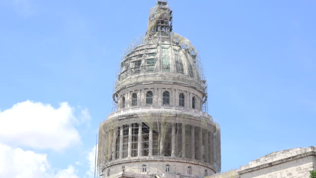 havana, cuba: 'capitolio' or capitol building in reconstruction. zoom in to the famous tourist attraction in the cuban capital city - scaffolding stock videos & royalty-free footage