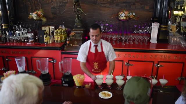 vídeos y material grabado en eventos de stock de havana, cuba: 'el floridita', indoors at the famous tourist attraction in old havana - daiquiri