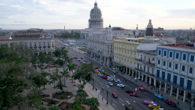 havana parque central, high angle view on capitol - キューバ点の映像素材/bロール