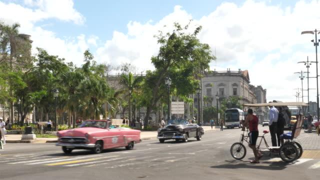 havanna-taxi - fahrradtaxi stock-videos und b-roll-filmmaterial