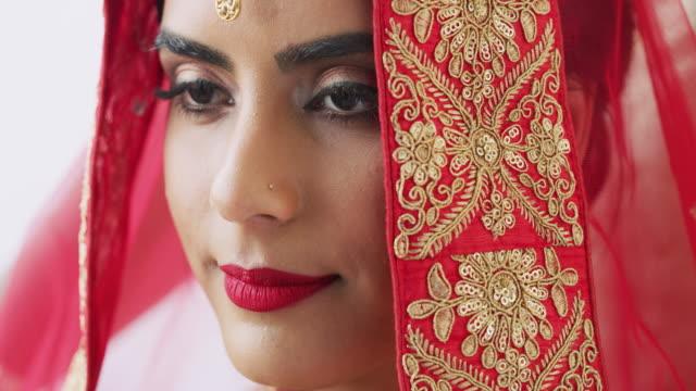 もっと美しい花嫁を見たことがありますか。 - african ethnicity点の映像素材/bロール