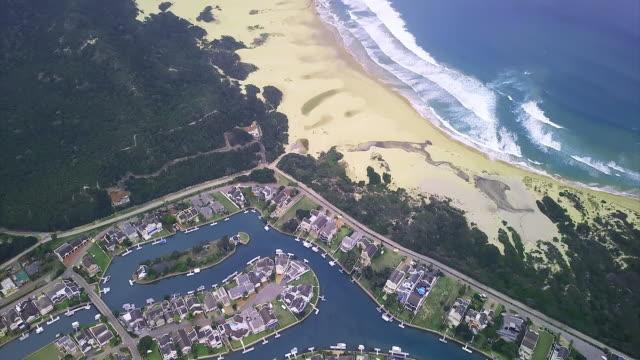 vídeos y material grabado en eventos de stock de tener una casa en la playa es la mejor decisión - cabo winelands