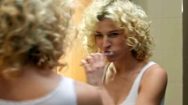 stockvideo's en b-roll-footage met having fun brushing teeth - badkamer