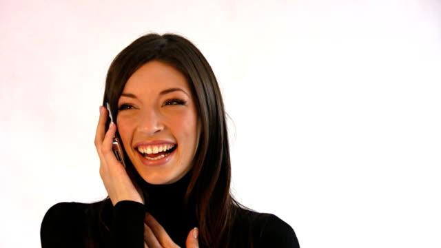 vídeos y material grabado en eventos de stock de divirtiéndose de teléfono - cabello castaño