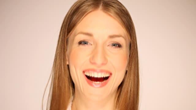 vídeos de stock e filmes b-roll de a divertir-se - dente humano