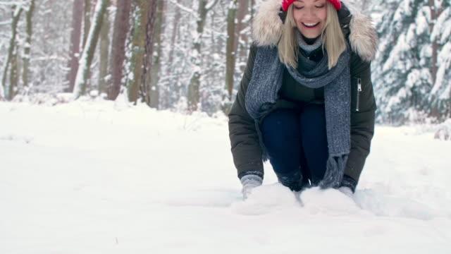 vídeos de stock, filmes e b-roll de having fun with snow/debica/poland - braço humano