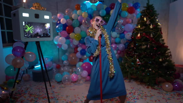 having the time of life at new yer's eve - tinsel stock videos & royalty-free footage