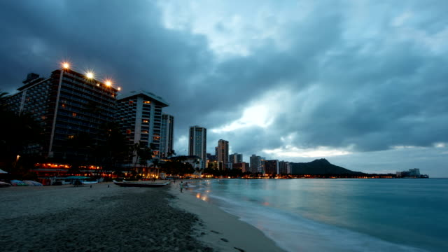 stockvideo's en b-roll-footage met hawaii, diamond head and waikiki hotel at sunrise - oahu