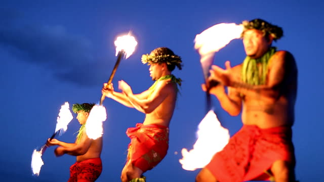 hawaii fire dancers - polynesian ethnicity stock videos & royalty-free footage
