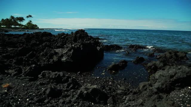 stockvideo's en b-roll-footage met hawaii scencis - sedimentary rock