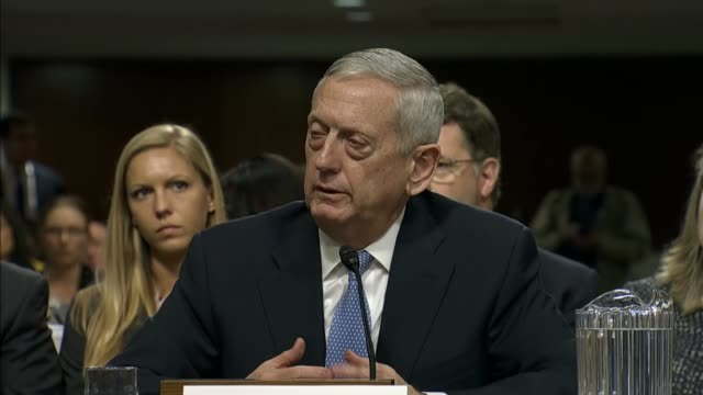 hawaii senator mazie k hirono asks retired marine corps general james mattis whether he believes that there is something innate about women and... - segretario della difesa video stock e b–roll