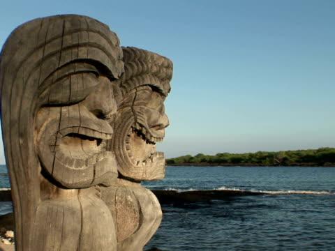 CU USA, Hawaii, The Big Island, Pu'uhonua o Honaunau National Historical Park, Place of Refuge, wooden statues