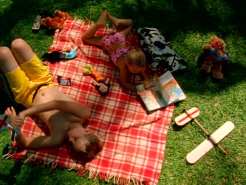 hawaii - auf dem rücken liegen stock-videos und b-roll-filmmaterial