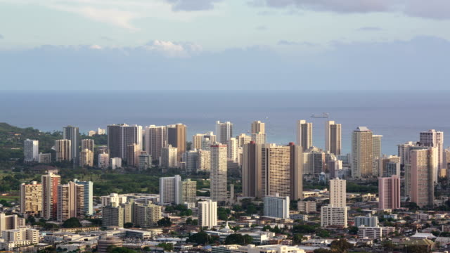 usa hawaii, waikiki hotel and city building at daytime landscape - pazifikinseln stock-videos und b-roll-filmmaterial