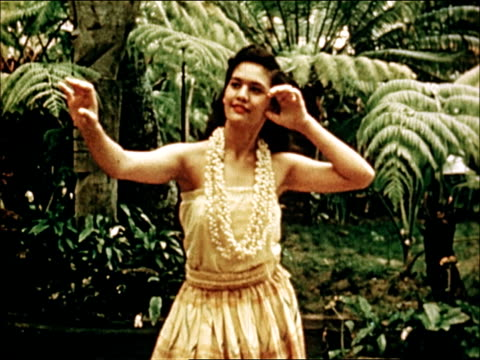 vidéos et rushes de 1950 hawaiian luau and hula dancing - culture indigène