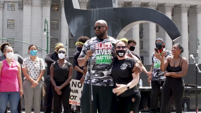 hawk newsome - chairman of black lives matter greater new york. during a press conference at foley square in the civic area of downtown manhattan,... - 30 seconds or greater stock-videos und b-roll-filmmaterial