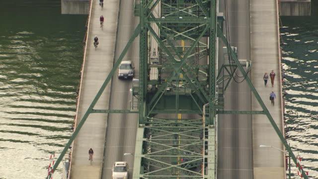 vídeos de stock e filmes b-roll de ms aerial hawthorne bridge / oregon, united states - rio willamete