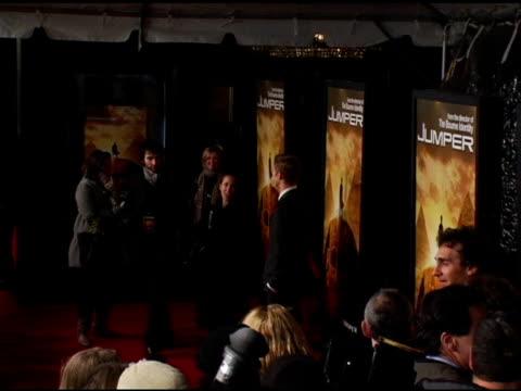 hayden christensen at the 'jumper' premiere at ziegfeld theatre in new york new york on february 11 2008 - ジャンパー点の映像素材/bロール