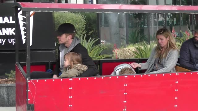 hayden christensen hops on a train ride with daughter briar rose while at farmers market in studio city in celebrity sightings in los angeles - セレブリティの日常シーン点の映像素材/bロール