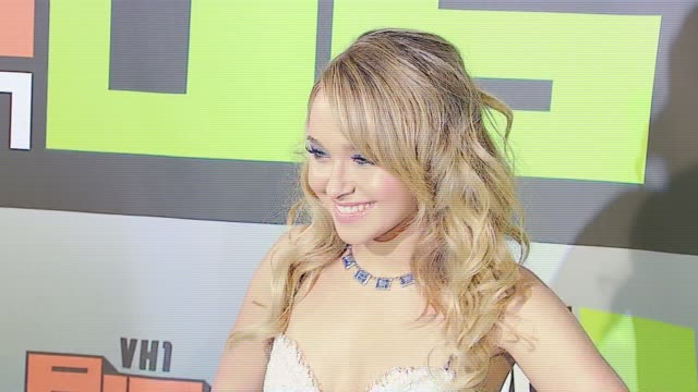 hayden panettiere at the vh1 big in '06 at sony studios in culver city, california on december 2, 2006. - vh1ビッグインアワード点の映像素材/bロール