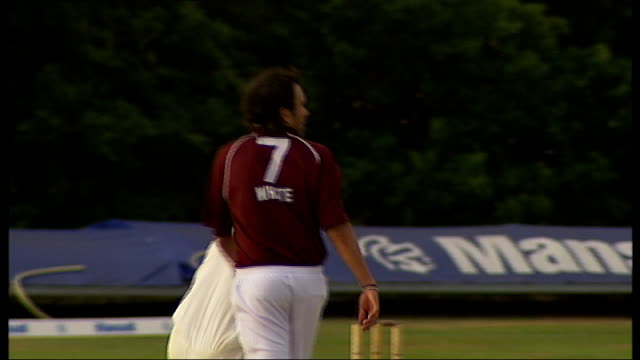 reporter to camera cricketers playing during match james buterfill interview sot - saying they are well prepared daniel christian watching match... - squadra di cricket video stock e b–roll