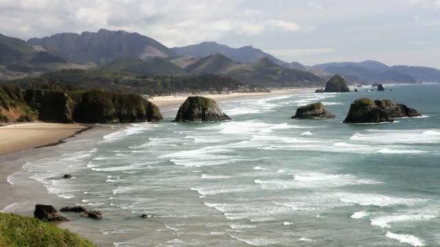 ls, haystack rock and cannon beach, oregon - haystack rock stock videos & royalty-free footage