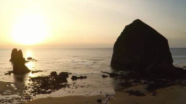 haystack rock, oregon coast - haystack rock stock videos & royalty-free footage