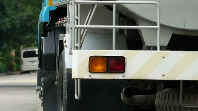 hazard lights for emergency stop - articulated lorry stock videos & royalty-free footage