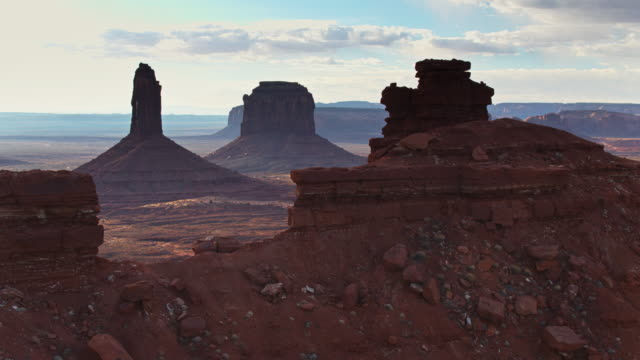hazy morning in monument valley - aerial - altopiano video stock e b–roll