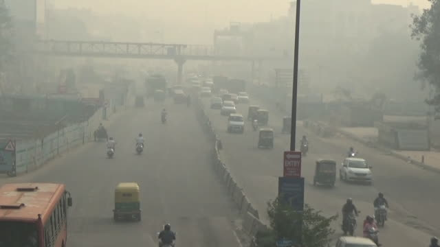 hazy new delhi by air pollution, india - smog stock-videos und b-roll-filmmaterial
