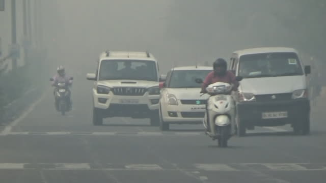 hazy new delhi in severe air pollution, india - smog stock videos & royalty-free footage