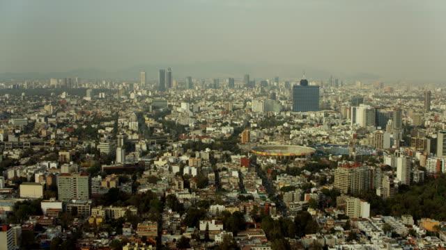 hazy sky over mexico city cityscape - 北半球点の映像素材/bロール