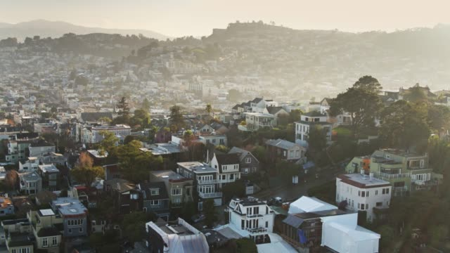 hazy sunlight on san francisco streets - aerial - baia di san francisco video stock e b–roll