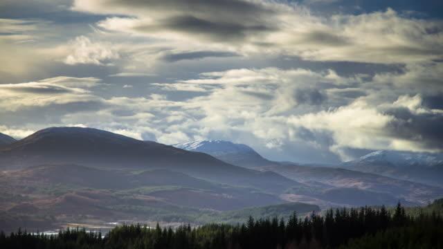 hazy winter day in the great glen, scotland - time lapse - スコットランド点の映像素材/bロール
