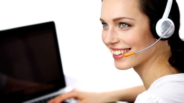 HD1080p30: Kunden-support-Telefon Betreiber Lächeln, reden, auf Weiß