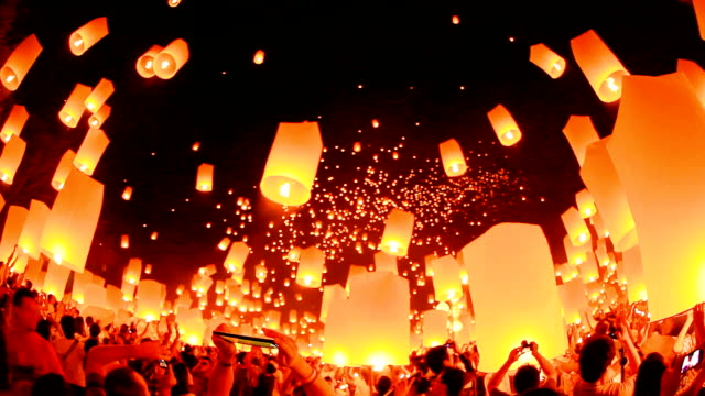 HD: fantastische Loi Kra Tong festival in thailand.