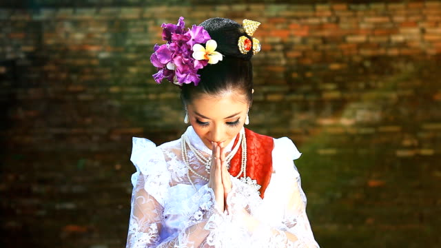 hd:beautiful thai women show thailand's greeting style. - indigenous culture stock videos & royalty-free footage