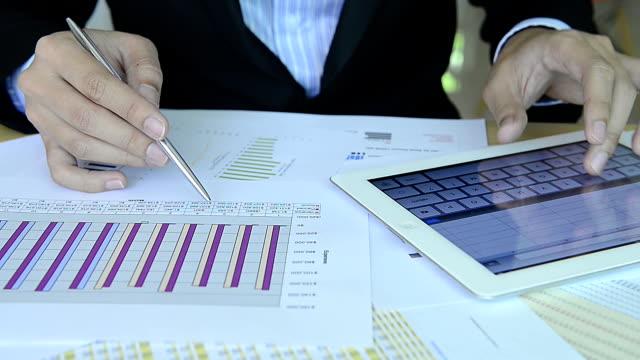 hd :ビジネスマン動作、チャート - 円グラフ点の映像素材/bロール