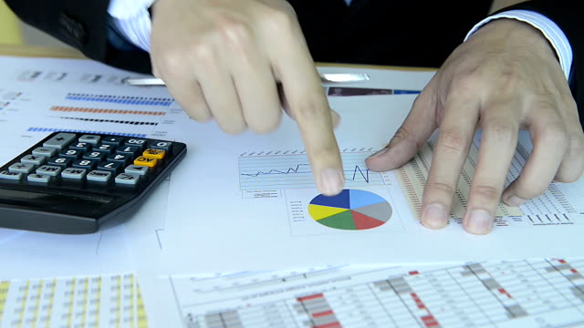 HD:Businessman working with chart