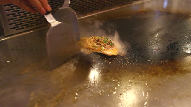 HD:Chef cooking teppanyaki.