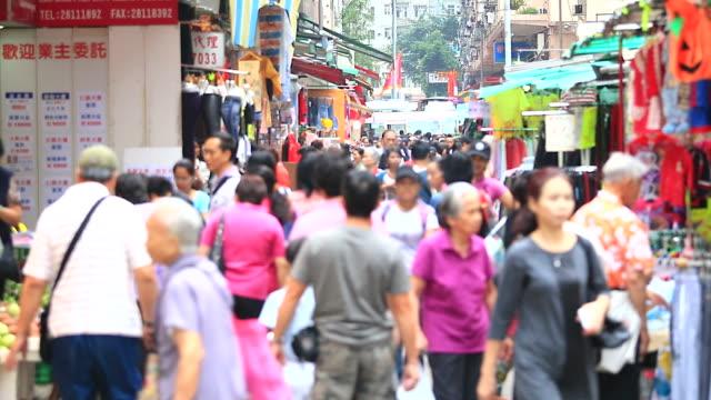 HD: folla di persone a piedi sul mercato locale (Time Lapse)