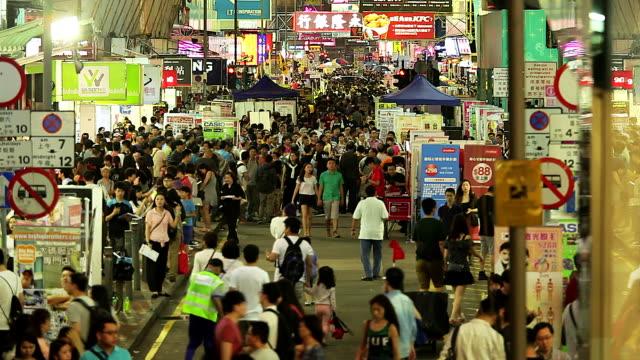 HD :  folla di Gente cammina sulla strada a Hong Kong. (Time Lapse
