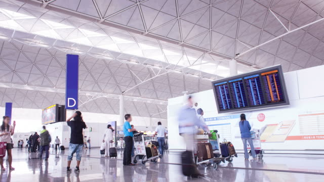 HD: Menschenmenge traveller am Flughafen. (Timelapse)