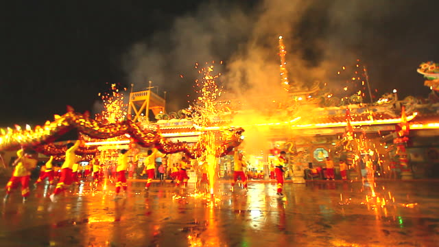 HD:Dragon Dance to celebrating the Chinese New Year.