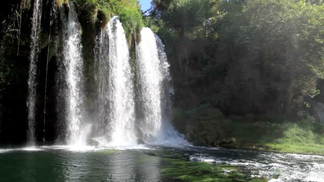 vidéos et rushes de hd :  duden cascade antalya, turquie - végétation verdoyante
