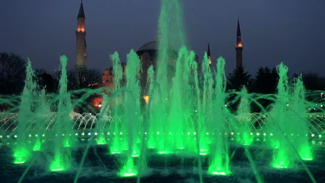 hd: der hagia sophia, istanbul, türkei - springbrunnen stock-videos und b-roll-filmmaterial