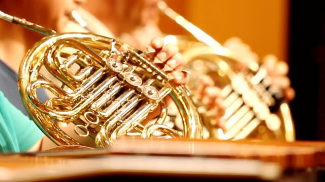 hd :ホーン選手交響楽団のリハーサルをします。 - ブラスバンド点の映像素材/bロール