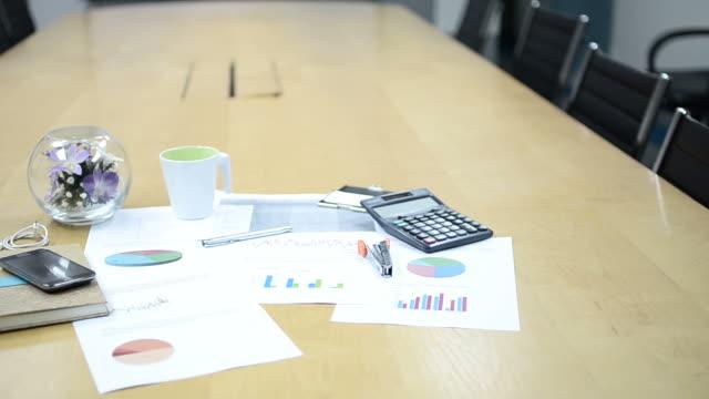 vídeos de stock e filmes b-roll de hd: equipamento de escritório e ferramentas de escritório - borracha material de escritório
