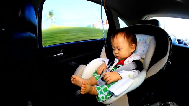 vídeos y material grabado en eventos de stock de hd: portrait of little baby sesión carseat de seguridad. - presidente de organización