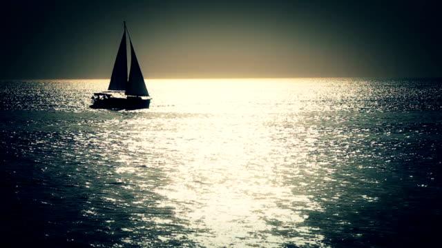 hd :ボートに日の出,イスタンブール,トルコ - ヨット点の映像素材/bロール